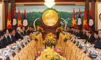 អគ្គលេខាបក្ស ប្រធានរដ្ឋវៀតណាមលោក Nguyen Phu Trong បានជួបសន្ទនាជាមួយអគ្គលេខាបក្ស ប្រធានរដ្ឋឡាវលោក Bounnhang Vorachith