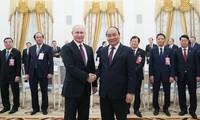 នាយករដ្ឋមន្រ្តីវៀតណាមលោក Nguyen Xuan Phuc អញ្ជើញជួបសវនាការជា មួយប្រធានាធិបតីរុស្ស៊ីលោក Vladimir Putin