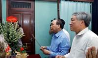នាយករដ្ឋមន្រ្តី លោក Nguyen Xuan Phuc អញ្ជើញចូលអុជធូបរំលឹកវិញ្ជាណក្ខ័ន្ធលោកប្រធានហូជីមិញ