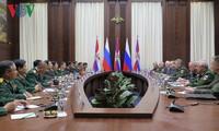 越俄两国国防部加强交流合作