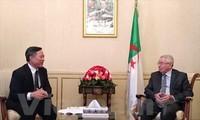 阿尔及利亚高度评价越南的发展成就