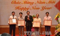 旅居柬埔寨和阿尔及利亚越南人欢度2017丁酉春节