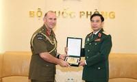 越南人民军总参谋长潘文江会见新西兰陆军司令彼得•凯利
