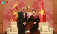 阮氏金银会见斯里兰卡总理维克拉马辛哈