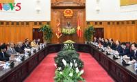 阮春福同斯里兰卡总理维克拉马辛哈举行会谈