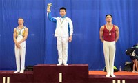 越南体操运动员在青年体操世界杯匈牙利站比赛上夺得4枚金牌