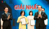 热情投入对外信息宣传的越南之声记者