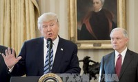美国总统特朗普欢迎最高法院批准入境禁令部分内容生效