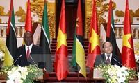 莫桑比克总理多罗萨里奥圆满结束访越行程