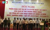 越南党和政府继续关心完善为国立功者政策