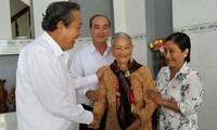越南政府副总理张和平与隆安选民接触