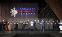 越南政府总理阮春福出席第31届东盟峰会全体会议