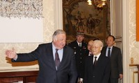 阮富仲会见法国参议院议长拉尔谢