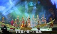 庆祝2018雄王庙会的街头民间文化节和艺术晚会举行