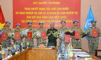 越南国防部向执行联合国维和任务的军官颁发国家主席签发的决定