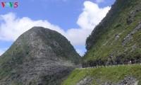 探索河江省同文岩石高原上的苗旺县