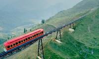 从登山列车上观赏沙坝的美景