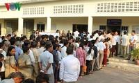 柬埔寨选民开始参加柬埔寨第六届国会选举投票