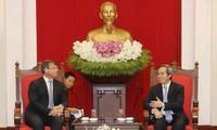 越共中央经济部部长阮文平会见澳大利亚全球环境大使萨克林