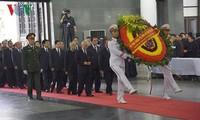 越南国家主席陈大光吊唁仪式隆重举行