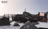 气温骤降 白雪覆盖番西邦峰