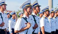 Vietnam's naval force and the finance sector present gifts in Khanh Hoa