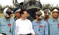 PM Nguyen Tan Dung visits Air Force Regiment 910