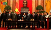 President Truong Tan Sang ratifies the publication of amendment to the Constitution