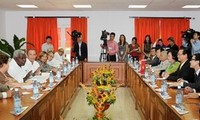 Prime Minister Nguyen Tan Dung meets the President of Cuba's National Assembly