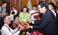 President meets representatives of persons with disabilities