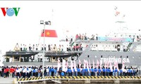 Youth Union vessels sail off to Truong Sa or Spratly archipelago
