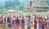 Co Tu ethnic people promote tourism