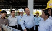 Nguyen Thien Nhan visits Vung Ang economic zone, Ha Tinh province