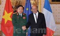 Vietnam, France boost defense ties