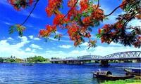 Huong river, Ngu mountain reflect Hue's romantic beauty