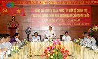 Deputy PM Nguyen Xuan Phuc works with Lao Cai province