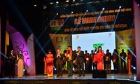 """200 businesses recognized as winning the title """"Vietnamese goods loved by consumers"""""""