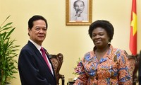 Prime Minister Nguyen Tan Dung receives WB Country Director Victoria Kwakwa