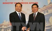 Deputy PM Pham Binh Minh receives Party Secretary of China's Guangxi