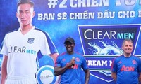 Former MU footballers play friendly in HCM City