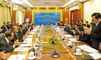 Vietnam, Laos strengthen front cooperation