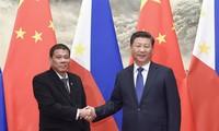 Chinese, Philippine Presidents meet in Beijing