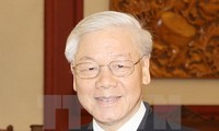 Party General Secretary Nguyen Phu Trong receives Laos Front leader