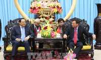 Lao Deputy Prime Minister pays visit to Ben Tre
