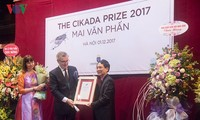 Poet Mai Van Phan receives Swedish Cikada Prize