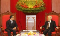 Party leader Nguyen Phu Trong receives Mexican Senate President