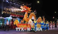 Street folk art performance celebrates Hung Kings Temple Festival