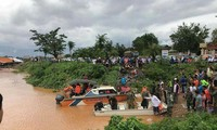 Vietnamese help Laos recover from dam collapse