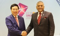 Deputy PM Pham Binh Minh meets Indian Minister of State for External Affairs