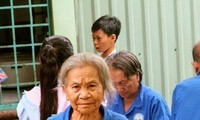 Charitable meals warm the hearts of poor patients
